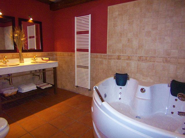 Baño con jacuzzi de la casa Nº3 de 6 plazas