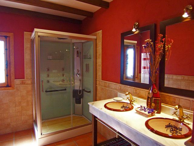 Casa Rural Nº1. Baño con cabina de hidromasaje