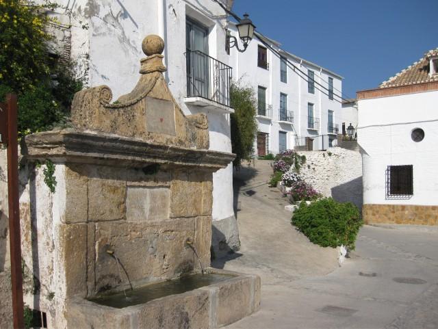 Fuente de la Plaza de la Iglesia. Válor